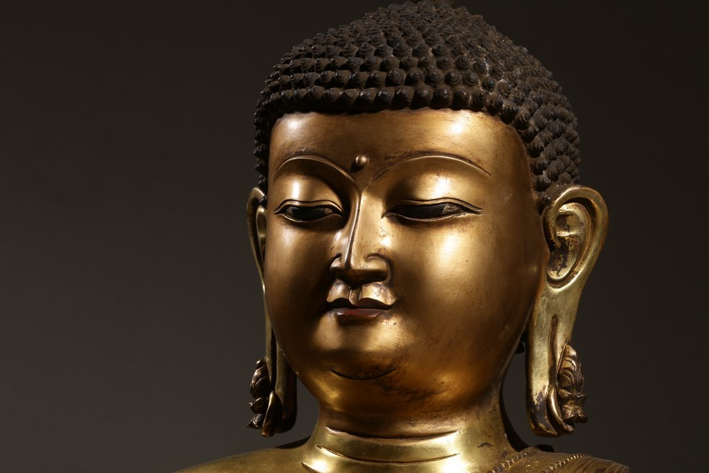 Large Chinese Gilt Qing  Bronze Seated Shakyamuni - 2