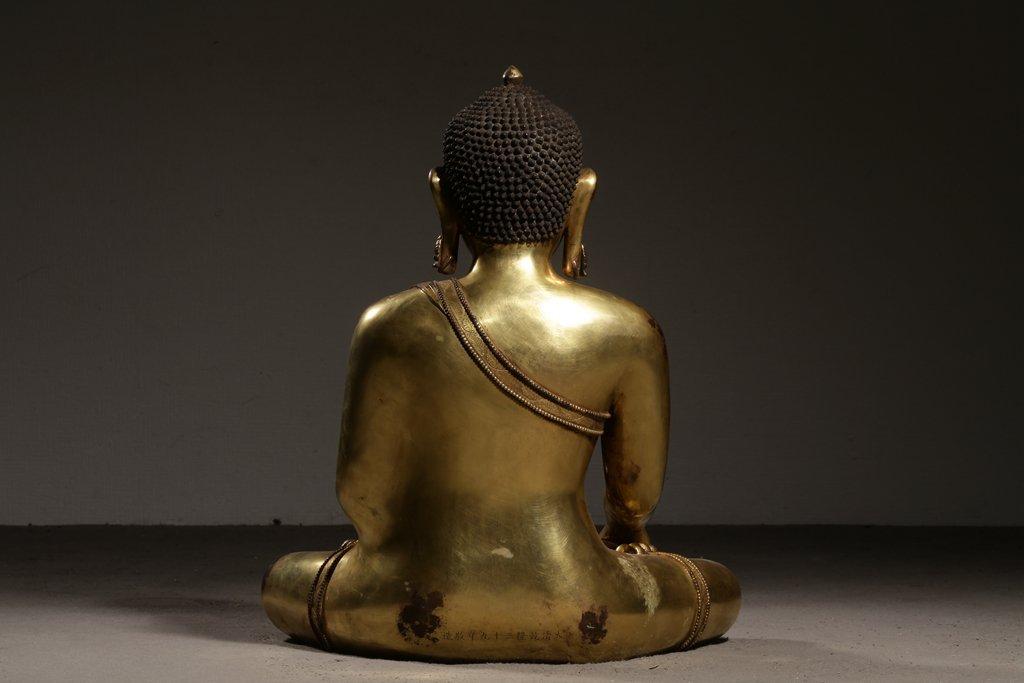 Large Chinese Gilt Qing  Bronze Seated Shakyamuni - 4
