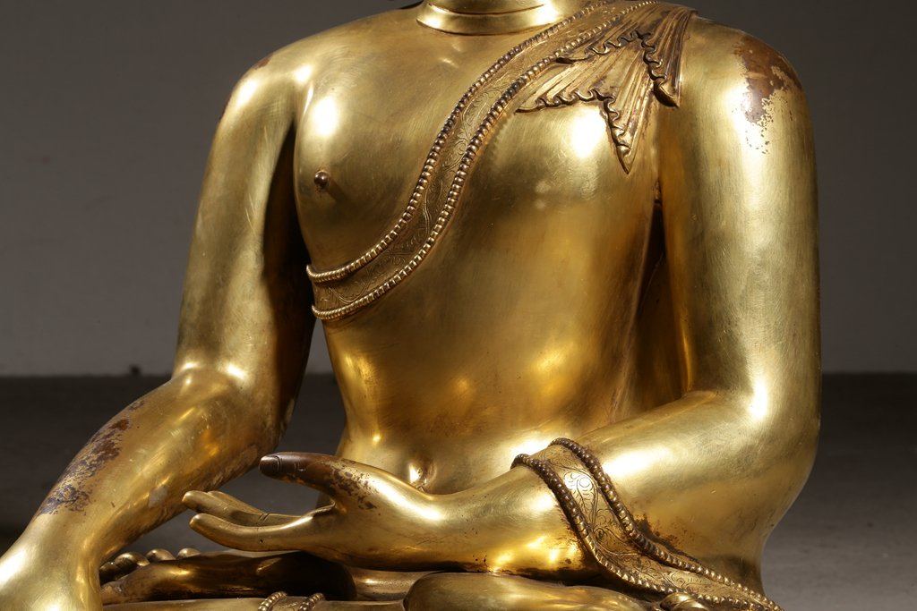 Large Chinese Gilt Qing  Bronze Seated Shakyamuni - 5