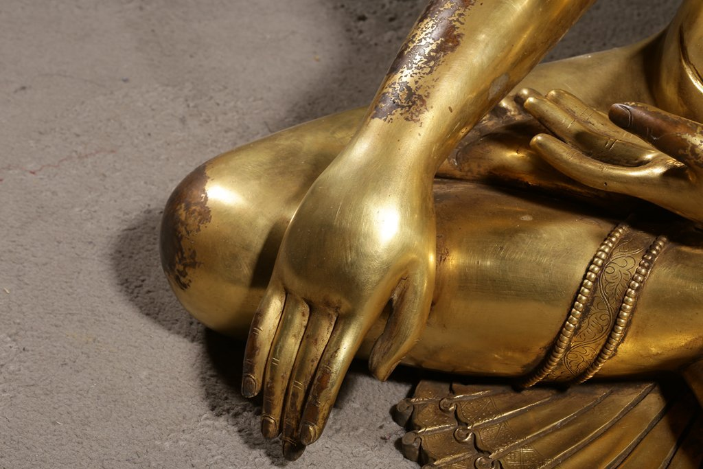 Large Chinese Gilt Qing  Bronze Seated Shakyamuni - 6