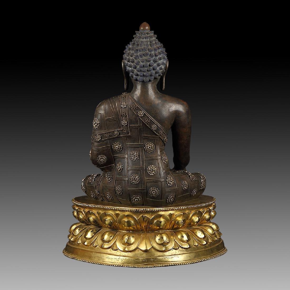 Large Chinese Qing Dynasty Gilt Bronze Shakyamuni - 2
