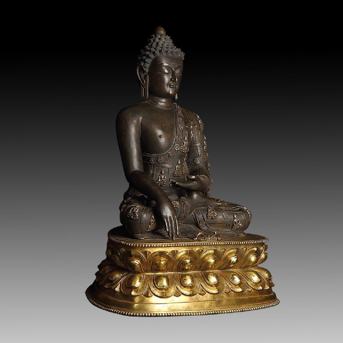 Large Chinese Qing Dynasty Gilt Bronze Shakyamuni - 5