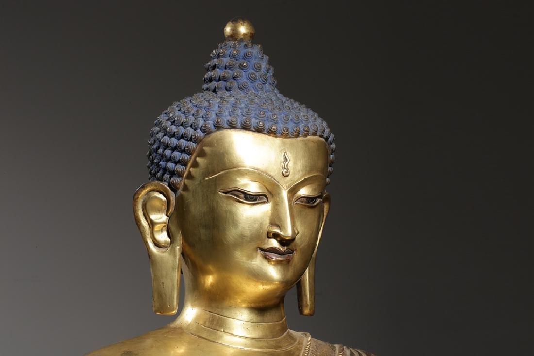 Large Chinese Qing Dynasty Gilt Bronze Buddha - 3
