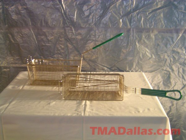 135: LOT OF 2 DIVIDED FRY BASKETS (NEW)