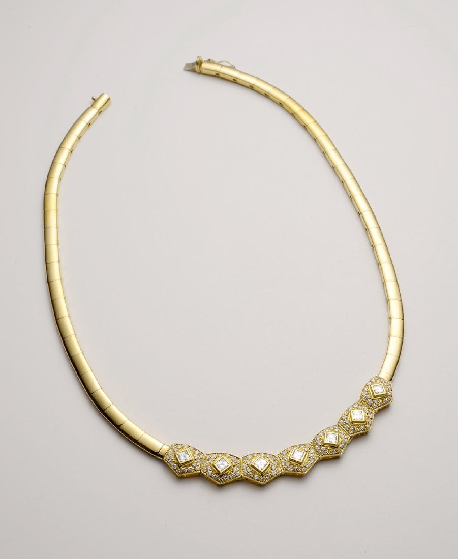Curved 18K Gold Necklace