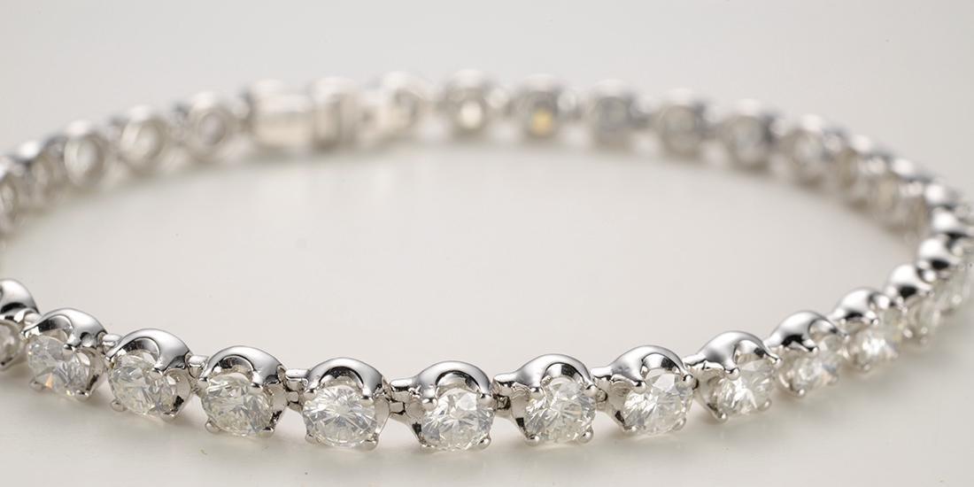 Tennis Bracelet with 34 diamonds, 6.62 carats