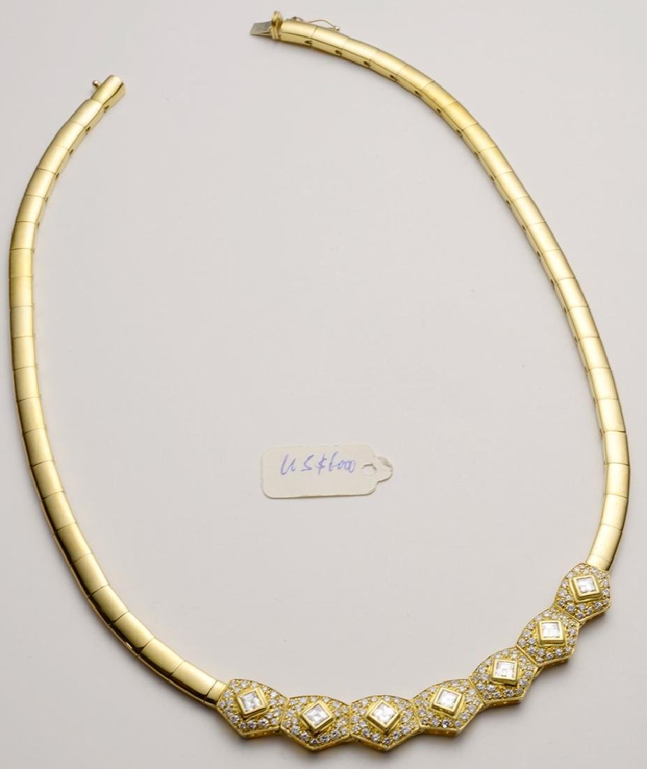 Curved 18K Gold Necklace with Diamonds