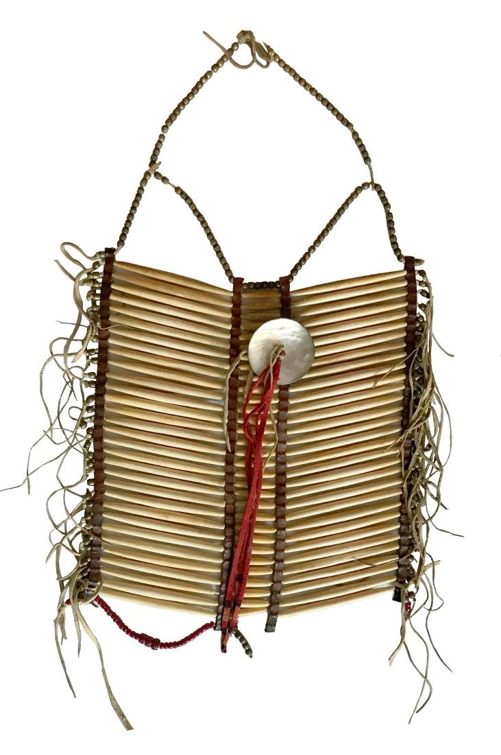 Sioux ceremonial breastplate / Plastron d'apparat Sioux