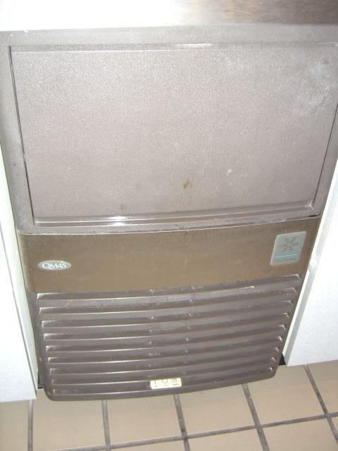 30: Manitowoc QM45 65lb. Compact Ice Machine