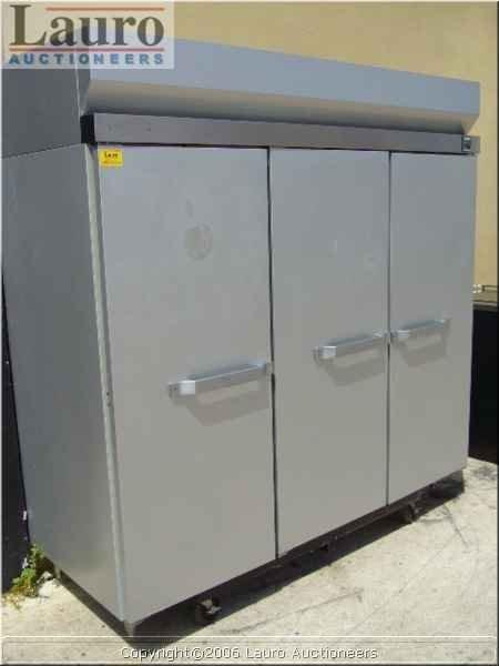 127C: Hobart Q3 3dr. Aluminum Cooler