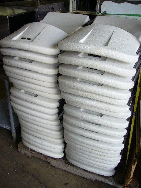 41F: (37) Lifetime C51000 White Plastic Folding Chairs - 3