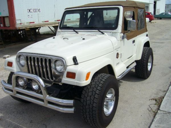15B: 1997 Jeep Wrangler 4.0L Sahara Edition White