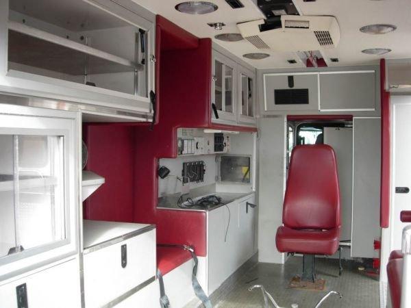 55B: 1999 Freightliner Ambulance - 6