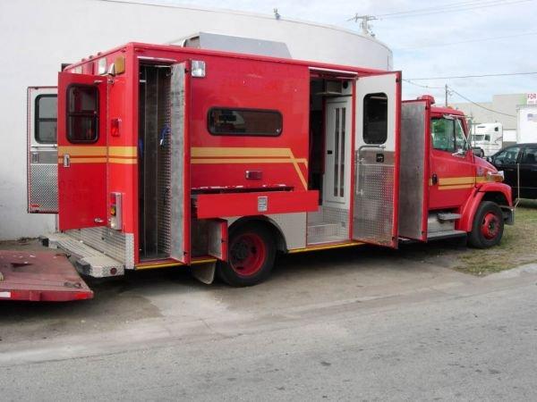 55B: 1999 Freightliner Ambulance - 7