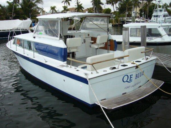 9: 1968 Chris Craft 31' Commander Boat