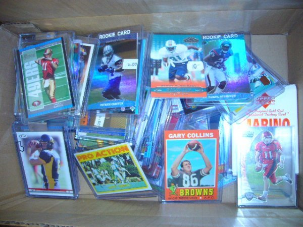 19: (1) Box NFL & College Football Cards (Most in plast