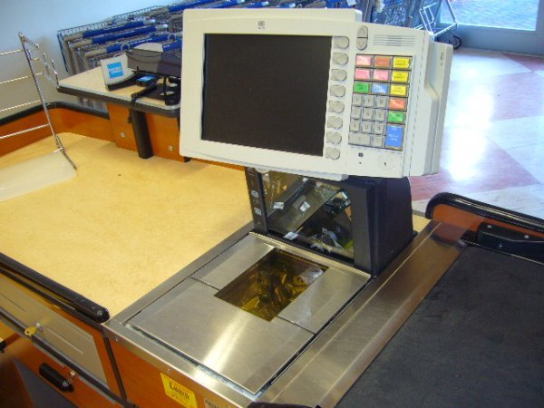 225A: Killion Industries, Inc. Kcu-3500 Check Out Stand - 4