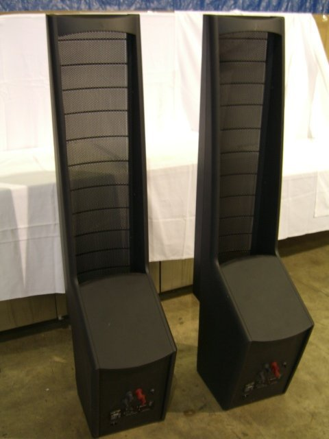 20: (2) Martin Logan Ascent Floor Model Speakers - 4