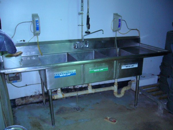 "501: 96"" 3comp. S/S Sink w/(2) MDB's & Sprayer"