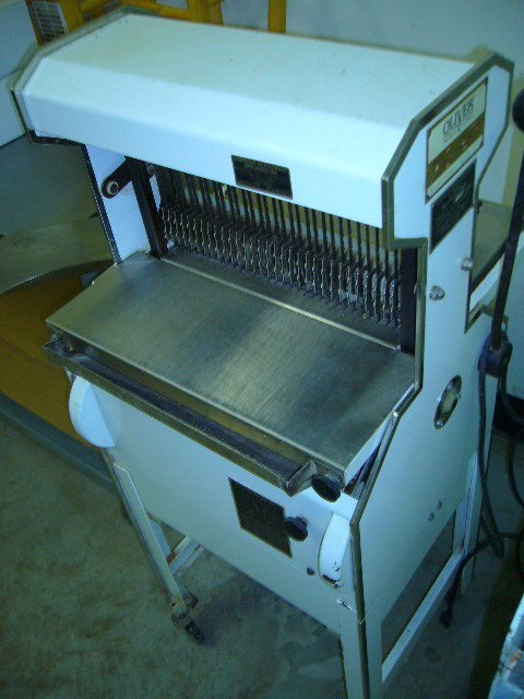 518: Oliver 777 Floor Model Mobile Bread Slicer
