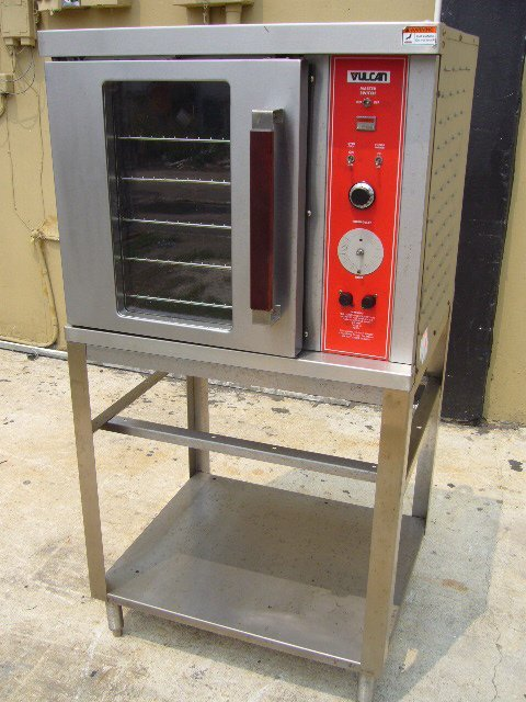 576: Vulcan 1/2 Size Single Electric Convection Oven