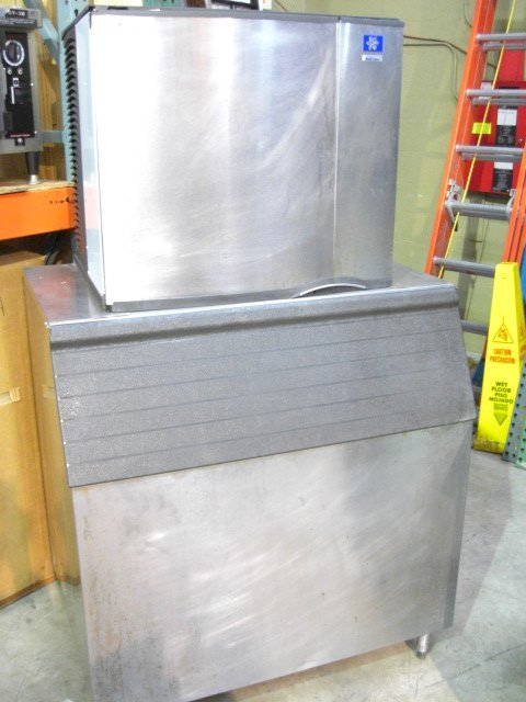 14: Manitowoc SD0852A 870lb. S/S Cuber Ice Machine