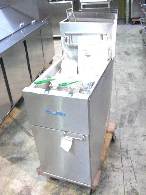 25: New S&D Dean SR152GNS Fryer Nat Gas S#0408MB0004