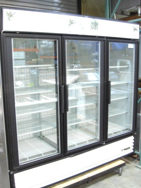 45A: True GDM-72F 3dr. Glass Display Freezer