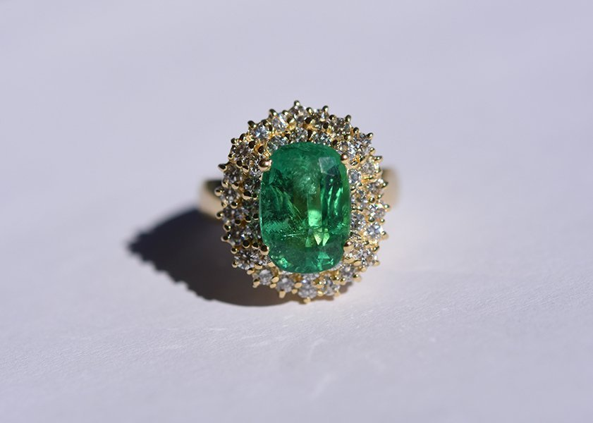 18k yellow gold diamond and Columbian emerald ring