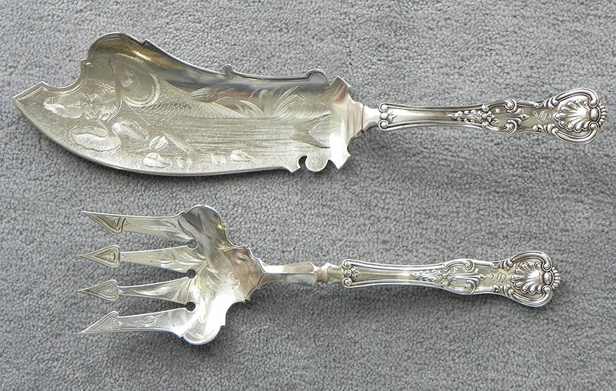 Two piece sterling silver fish set in the King's