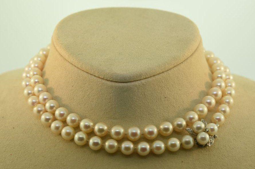 Vintage pearl necklace