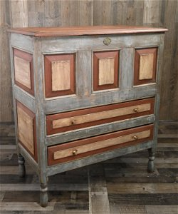 EARLY AMERICAN CT RIVER VALLEY CHEST