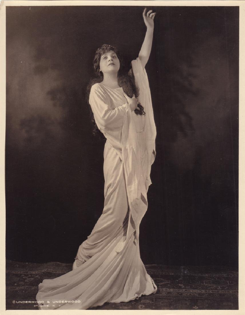 Edith de Lis - American Opera singer. Photo