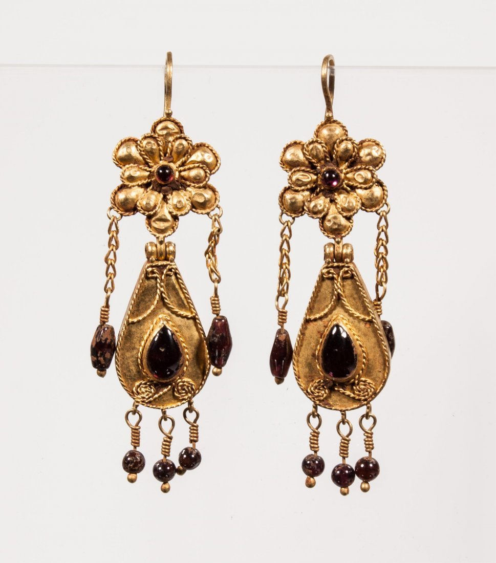 PAIR OF ANCIENT ROMAN GOLD EARRINGS