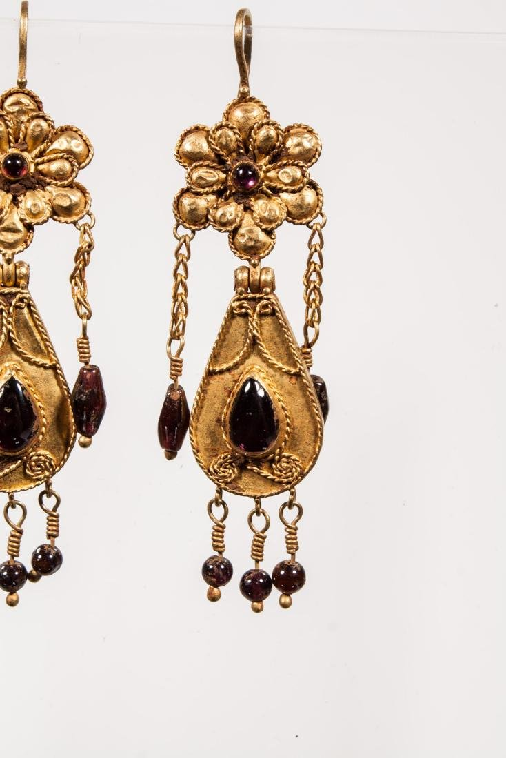 PAIR OF ANCIENT ROMAN GOLD EARRINGS - 2