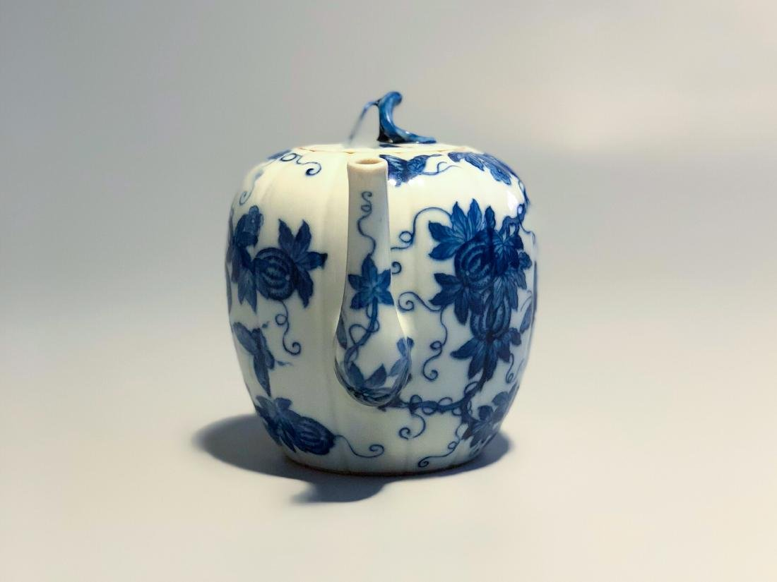 CHINESE BLUE AND WHITE PORCELAIN TEA POT - 2