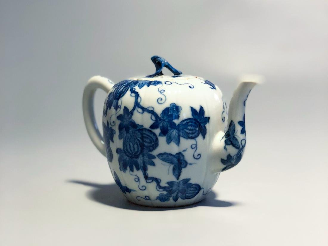 CHINESE BLUE AND WHITE PORCELAIN TEA POT - 3