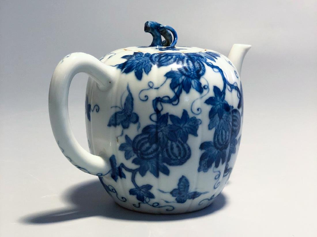 CHINESE BLUE AND WHITE PORCELAIN TEA POT - 4