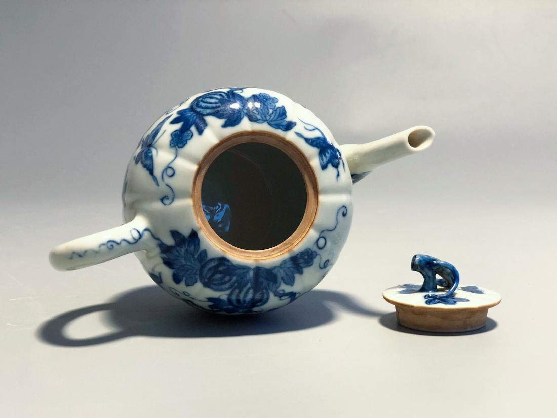 CHINESE BLUE AND WHITE PORCELAIN TEA POT - 5