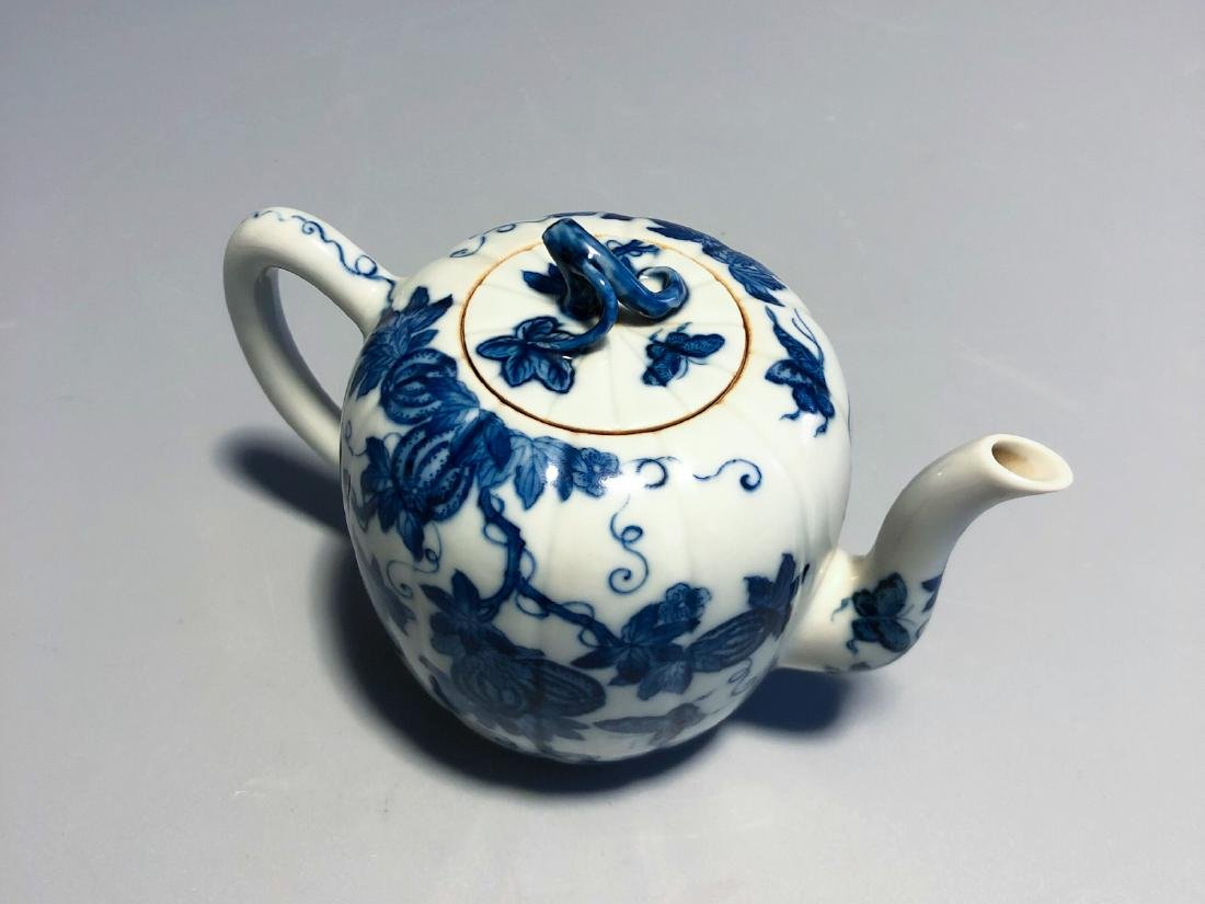CHINESE BLUE AND WHITE PORCELAIN TEA POT - 8
