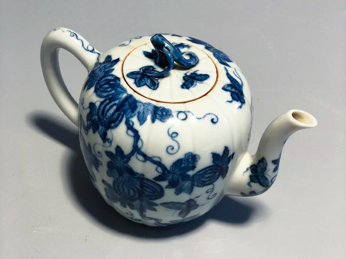 CHINESE BLUE AND WHITE PORCELAIN TEA POT - 9