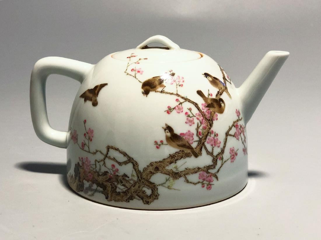 CHINESE FAMILLE ROSE PORCELAIN TEA POT
