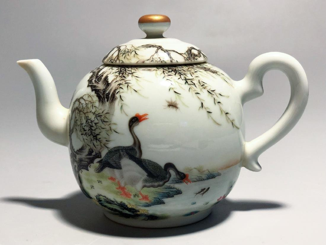 CHINESE FAMILLE ROSE PORCELAIN TEA POT