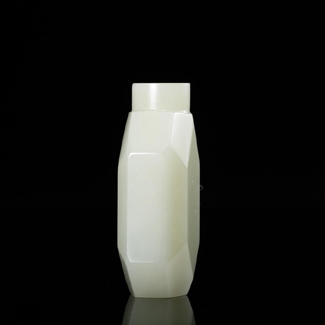 CHINESE WHITE JADE SNUFF BOTTLE - 3