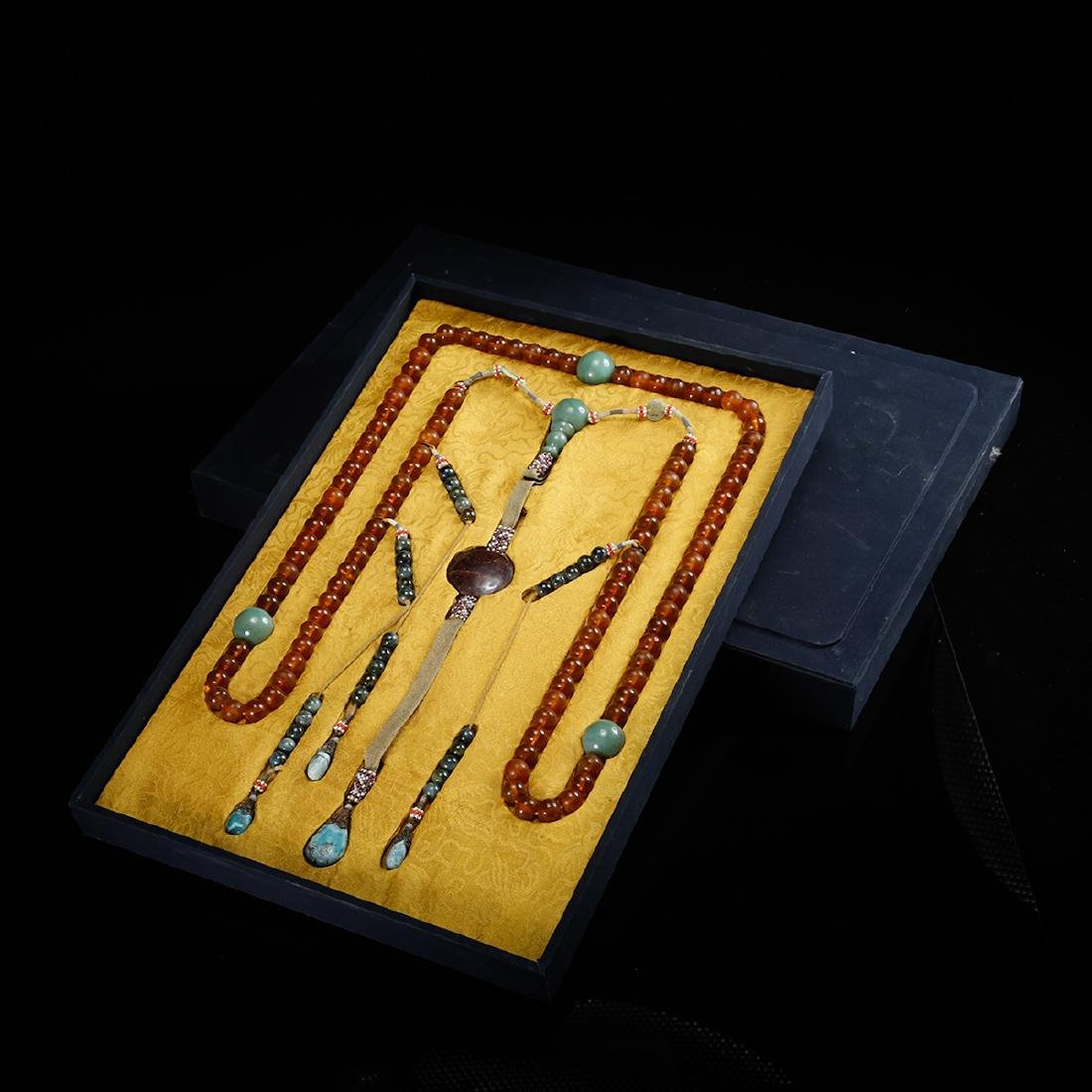 CHINESE AMBER COURT BEADS NECKLACE, QING