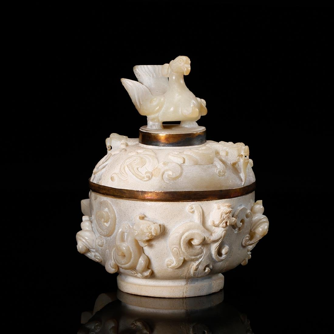 CHINESE ARCHAIC STYLE JADE COVER VESSEL - 2