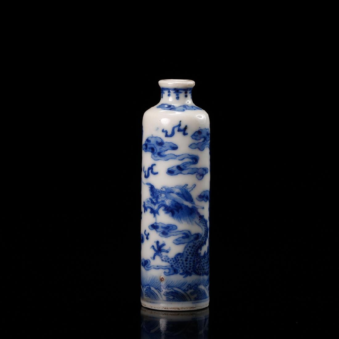 CHINESE BLUE WHITE DRAGON SNUFF BOTTLE
