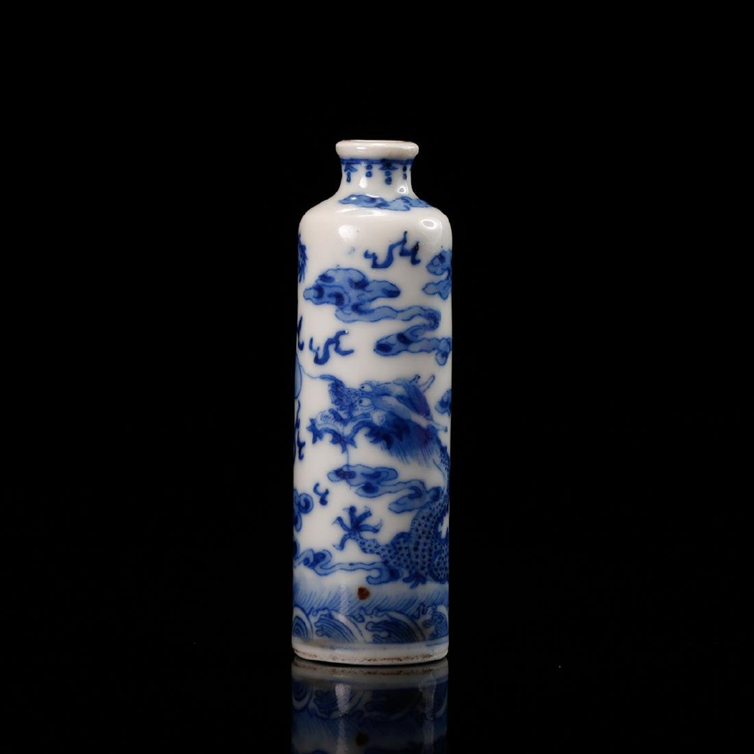 CHINESE BLUE WHITE DRAGON SNUFF BOTTLE - 4