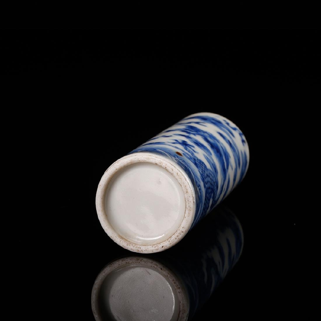 CHINESE BLUE WHITE DRAGON SNUFF BOTTLE - 6