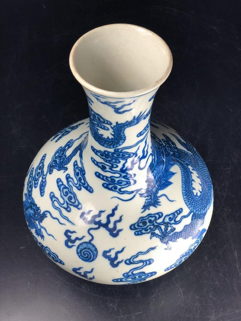 CHINESE BLUE WHITE DRAGON PORCELAIN VASE - 6